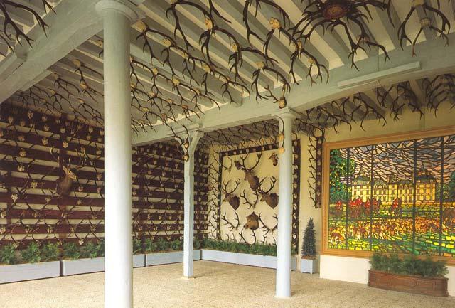 План-Схему 1-ог этажа. воротам замка.  Колекция трофеев в зале охоты Комната 1. в Зал охоты (Комната 2). Здесь и в.